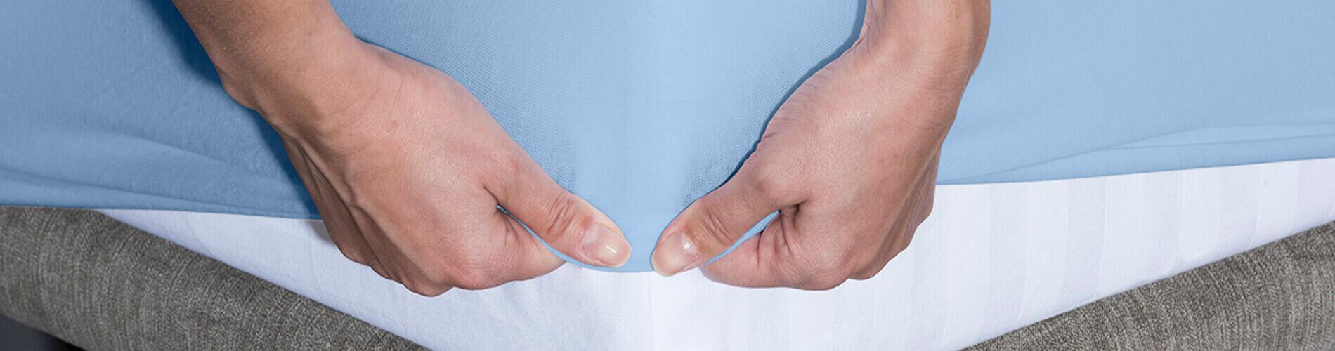 La sábana bajera impermeable e hiper-transpirable Respira está confeccionada con tejido 100% algodón orgánico peinado extrasuave muy agradable al tacto. Gracias a su membrana impermeable e híper-transpirable Neotherm® protege el colchón contra los líquidos a la vez que permite que la piel transpire proporcionando un descanso sin sudor.